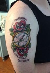 男生手臂上彩绘简单线条植物花朵和指南针纹身图片