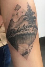 男生手臂上黑灰点刺几何简单线条山水风景纹身图片