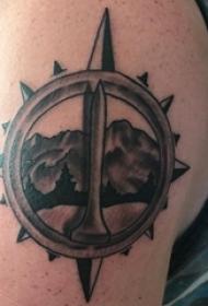 男生手臂上黑灰点刺几何简单线条创意山脉风景纹身图片