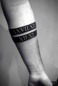 男生手臂上黑色底白色线条花体英文纹身图片