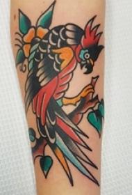 男生手臂上彩绘水彩素描创意文艺小鸟纹身图片