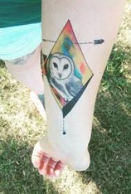 女生手臂上彩绘水彩素描创意泼墨小鸟纹身图片