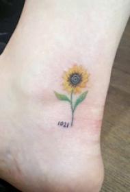 女生小腿上彩绘水彩素描创意文艺向日葵纹身图片