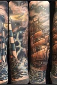 男生手臂上彩绘抽象线条灯塔和帆船纹身图片