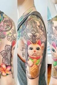 男生手臂上彩绘水彩素描创意可爱招财猫纹身图片