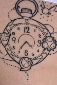 女生大腿上黑色线条文艺小清新钟表纹身图片