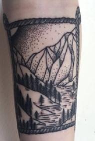男生手臂上黑灰素描唯美简约风景纹身图片