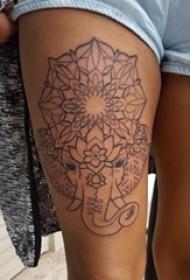 女生大腿上黑色线条创意梵花花纹大象纹身图片