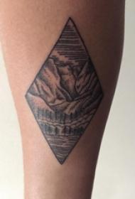 女生小腿上黑色点刺几何菱形抽象线条山水风景纹身图片