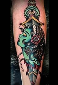 男生手臂上彩绘水彩素描创意恐怖匕首纹身图片