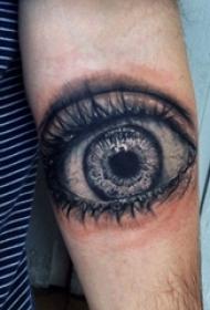 男生手臂上黑灰素描点刺技巧创意文艺唯美眼睛纹身图片