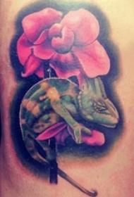 男生背部彩绘水彩素描创意唯美花朵动物纹身图片