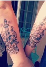 情侣手臂上黑灰点刺简单抽象线条浪花和灯塔纹身图片