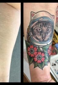 男生手臂上彩绘水彩素描文艺伤疤覆盖猫咪纹身图片