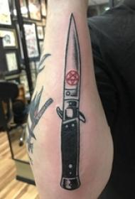 男生手臂上黑灰素描点刺技巧霸气匕首纹身图片