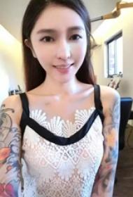 时尚有范儿的纹身美女