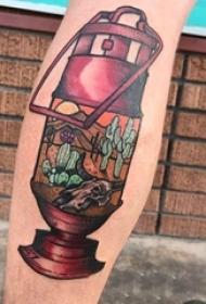 男生小腿上彩绘水彩素描创意煤油灯抽象风景纹身图片