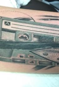 磁带平面纹身男生手臂上文艺磁带纹身图片