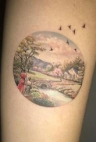 男生手臂上彩绘油画几何简单线条人物和山水风景纹身图片