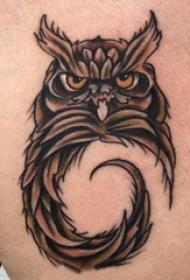 男生背部彩绘水彩素描创意霸气猫头鹰纹身图片