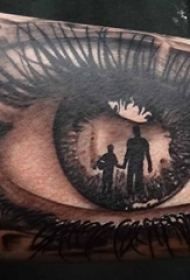 男生手臂上黑灰素描点刺技巧文艺唯美精致眼睛纹身图片
