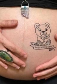 女生腹部黑色几何简单线条英文和卡通熊纹身图片