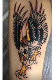 男生小腿上彩绘渐变简单线条小动物老鹰纹身图片