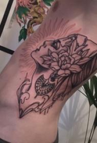 男生侧腰上黑灰素描点刺技巧创意文艺女生肖像纹身图片