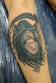 男生手臂上黑灰素描创意恐怖猫纹身图片