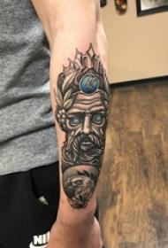 男生手臂上黑灰素描点刺技巧霸气人物纹身图片