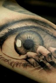 男生手臂上黑灰素描点刺技巧创意眼睛纹身图片