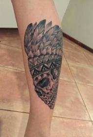女生小腿上黑色点刺简单线条印第安骷髅纹身图片