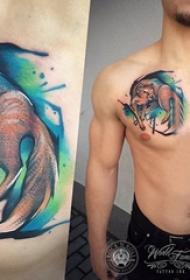 男生胸口上彩绘水彩素描文艺可爱狐狸纹身图片