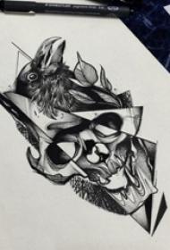 黑灰素描创意经典骷髅和老鹰纹身手稿