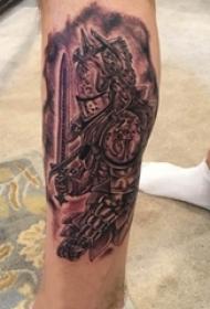 男生小腿上黑灰素描点刺技巧创意武士纹身图片