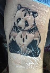 男生小腿上黑色点刺简单线条动物大熊猫纹身图片