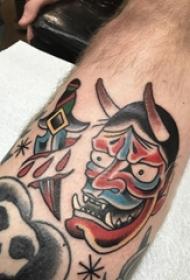 般若面具纹身男生小腿上匕首和般若面具纹身图片