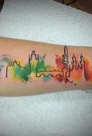 女生手臂上彩绘泼墨几何线条建筑纹身图片