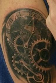 男生手臂上黑灰素描点刺技巧创意经典齿轮纹身图片