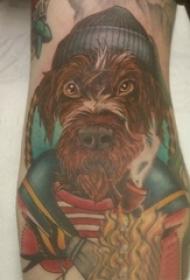男生手臂上彩绘渐变抽象线条小动物狗纹身图片
