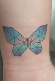 女生手臂上彩绘渐变几何简单线条动物蝴蝶纹身图片