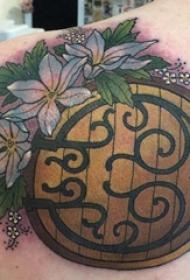 男生背部彩绘水彩素描文艺唯美花朵纹身图片