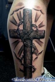 男生小腿上黑灰素描点刺技巧创意文艺霸气十字架纹身图片