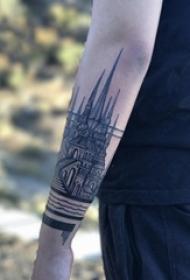男生手臂上黑色点刺几何简单线条建筑物纹身图片