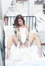 妩媚的美女纹身艺术