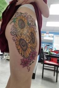 女生大腿上彩绘水彩素描文艺小清新唯美花朵纹身图片