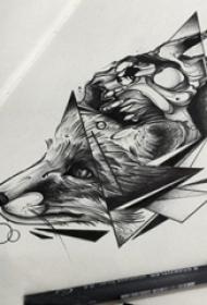 黑灰素描创意精致鹿头纹身手稿