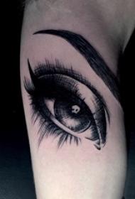 男生手臂上黑色素描点刺技巧简单线条眼睛纹身图片