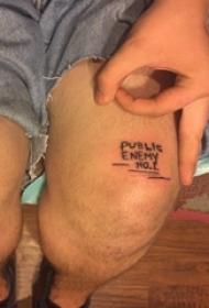 男生大腿上黑色简单线条创意英文纹身图片