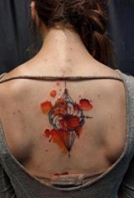女生后背上彩绘泼墨几何简单线条创意纹身图片